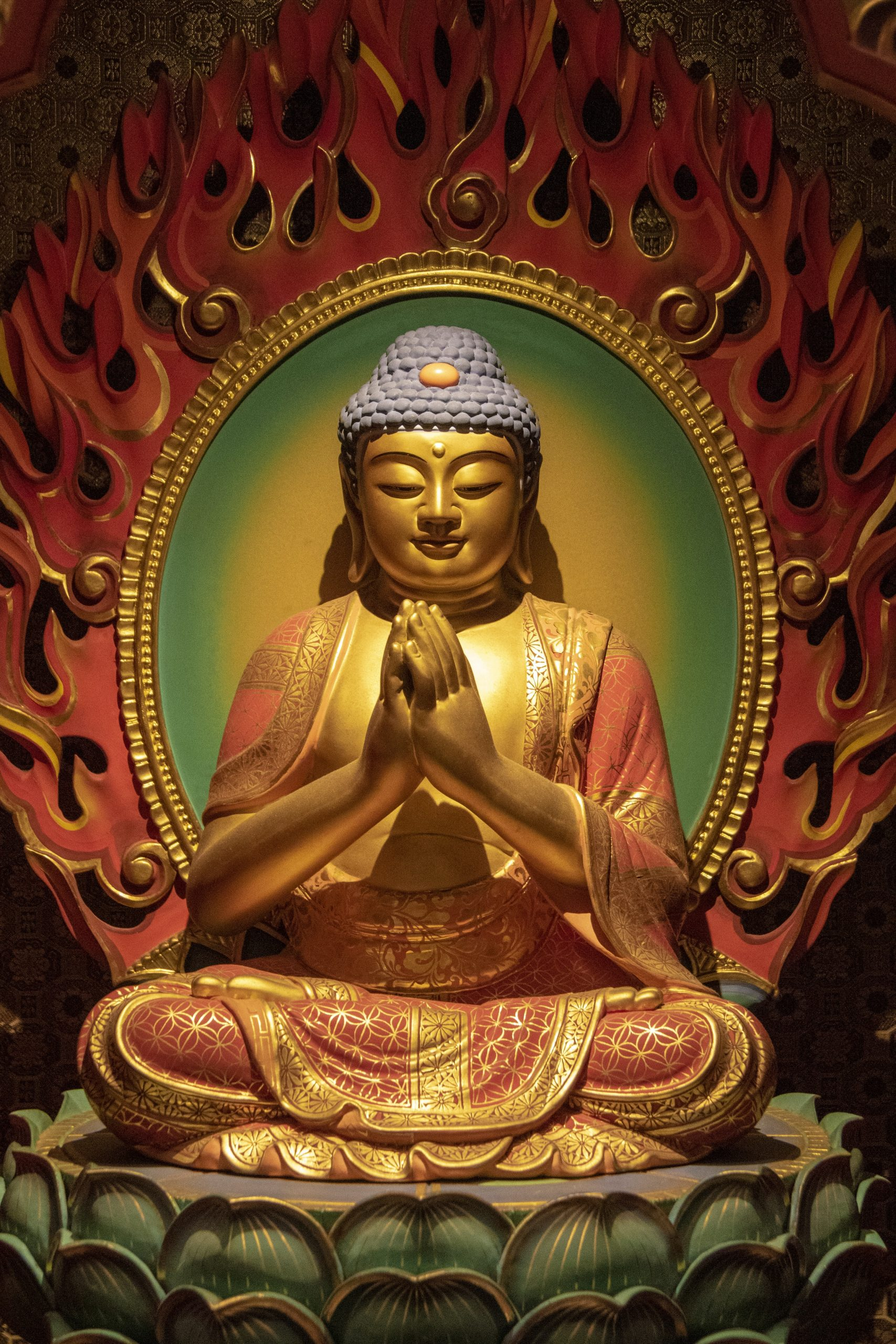buddha-meditating-illuminated-void